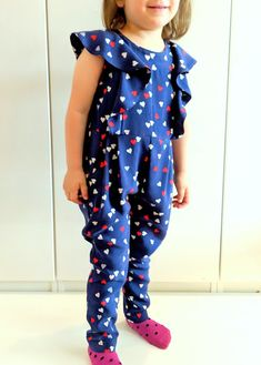 I believe I can sew...: Fairy wings jumpsuit for little miss
