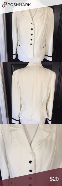 Classic Style Danny & Nicole Jacket Blazer Sz 16 Beautiful jacket in great pre-loved condition. Would be perfect with a pencil skirt or a pair of dress pants with a set of pearls! Measurements will be added soon 🎀 Danny & Nicole Jackets & Coats Blazers
