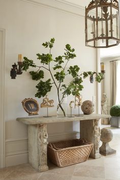FONPLEGADE – GIANNETTI Patina Farm, Modern French Country, Modern Entryway, French Countryside, White Decor, Interior Architecture, Decor Styles, Entryway Tables, Interior Decorating