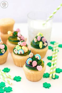 Make everyone happy with these rainbow colored Lucky Charms Cupcakes for St Patrick's Day! They're unique cupcakes to make and so much fun to decorate! Vanilla cupcakes topped with rainbow buttercream are Simply Perfect for a March Cupcake idea! Homemade Cupcake Recipes, Dump Cake Recipes, Easy Cookie Recipes, Dessert Recipes, Vanilla Cake Mixes, Vanilla Cupcakes, Cake Mix Ingredients, Lucky Charms Cereal, Slow Cooker Times