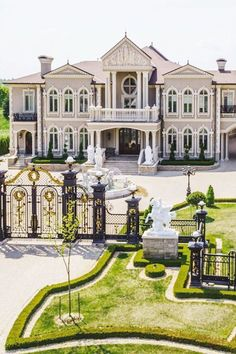 40 Stunning Mansions Luxury Exterior Design Ideas - Most Beautiful House Designs 2020 Dream House Interior, Luxury Homes Dream Houses, Dream Home Design, Dream Homes, House Design, Mansion Interior, Luxury Interior, Luxury Furniture, Design Exterior