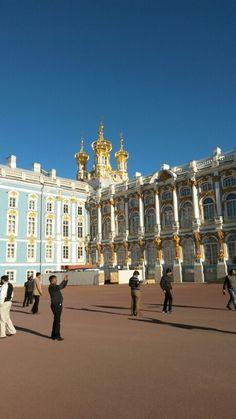 Palácio de Catalina, em Pushkin, a 25 km do centro de São Petersburgo.  Impressionante palácio barroco, de enormes dimensões e magníficas fontes e jardins,  já foi residência oficial dos Czares