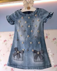 No photo description available. Little Girl Outfits, Little Girl Fashion, Little Girl Dresses, Kids Outfits, Kids Fashion, Baby Dress Design, Baby Dress Patterns, Baby Girl Dresses, Girls Jeans
