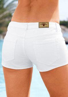 Jeans-Hotpant von Buffalo London. Cooler Style mit Knöpfen. Innere Beinlänge ca. 5 cm. Elastische Denim-Qualität aus 98% Baumwolle, 2% Elasthan....