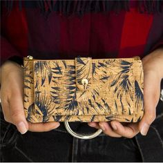 Purse with Feather Print For Women - Vegan & Eco Friendly. Cork Purse, Vegan Wallet, Feather Print, Clutch, Bow Ties, Wallets For Women, Sustainable Fashion, Purses, Trending Outfits