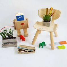 Penholder, concrete planter, paperclips, plantoys chair, rijkswachter, and many other happymaking stationary at hoeked
