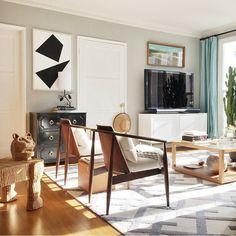 Love the line of light and rug! Beautiful geometric living room. Rp from @mrorlandosoria @instagram. area rug, home decor, interior design, geometric pattern, stripes, modern chic