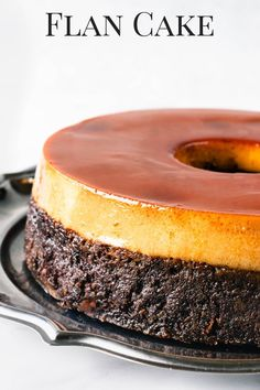 Chocolate Cake on the bottom, and Caramel Flan on top caramel cake bundtcake chocolatecake pudim pudimcake flan caramelflan Mexican Food Recipes, Sweet Recipes, Cake Recipes, Dessert Recipes, Pudding Desserts, Food Cakes, Cupcake Cakes, Cupcakes, Flan Au Caramel