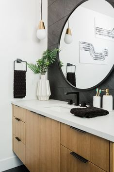 This modern black and white bathroom with mixed metal finishes is so swoon-worthy🖤😍 Featured light: Cora pendant (link in bio! Oak Bathroom Cabinets, Oak Bathroom Vanity, Black Kitchen Cabinets, Black Kitchens, Laundry Bathroom Combo, Black White Bathrooms, Oak Bedroom, Guest Bathrooms, Interior