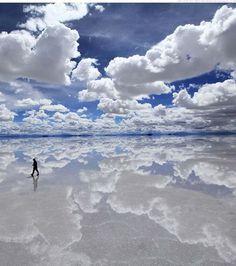 le Salar d'Uyuni, un désert de sel situé en Bolivie