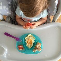 Nasza mała M /czyt. Maja/ i jej śniadanko !!! #instagirl #instababy #breakfast #omnomnom