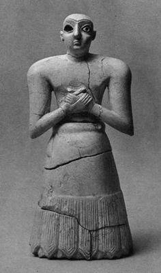 Standing figurine of the god Enlil. Nippur/Nuffar. Early Dynastic II-III, c. 2550 BC. Limestone, h. 27.5 cm. IM 66183.