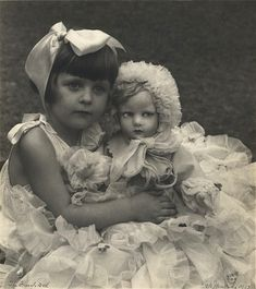 The French Doll, 1932 (Henri Mallard). Girl in photo holding Lenci series 300 doll. That doll looks real and a bit to creepy. Vintage Family Photos, Vintage Children Photos, Images Vintage, Vintage Girls, Vintage Pictures, Vintage Photographs, Vintage Postcards, Vintage Toys, Antique Photos