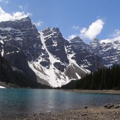 One of the most beautiful glacial lakes in North America is located in Banff National Park Canada's...!!! #bergsports #entdeckekanada #explorecanada #rockymountains #calgary #newfriends #rockymontain #nature #explore #lakelouise #abenteuer #adventure #reisen #journey #reise #traveling #vacation #loveyou #sweet #happy #kanada #victoriaglacier #jaspernationalpark #travelalberta #travel #holidays #canada #kanada #winter #snow #ski #friendships #freunde #liebe #friend #bestfriend #beautifull…