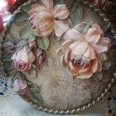 Just beautiful old world classic look Sculpture Painting, Mural Painting, Love Painting, Texture Painting, Wall Sculptures, Plaster Crafts, Plaster Art, Clay Flowers, Paper Flowers