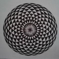 Torus Yantra. Fácil, só precisa de um compasso e paciência. Representa a forma primordial vista de cima, 3D é como se fosse uma rosquinha. ^^ Tb chamado 'olho hipnótico'. Neste eu pintei os pretos e brancos invertidos para deixar aparente o desenho do centro.  #torus #yantra #torusyantra #sacred #sacredart #sacredgeometry #geometry #geometrylovers #circle #hipnotic #eye #pacience #compass #primordial #dounut #draw #mandala #ink #art #arte #sketchbook #simetry #simple #contrast #bw #olho…