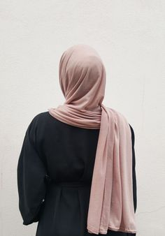 So a little while ago I received two, very beautiful, hijabs from a hijab shop called Hidden-Pearls. The hijabs I received were both gorgeous and Niqab Fashion, Modest Fashion, Fashion Outfits, Hijabi Girl, Girl Hijab, Modele Hijab, Cute Baby Videos, Islamic Girl, Stylish Girl Images
