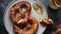 Yami Yami, Onion Rings, Sausage, Food And Drink, Bread, Ethnic Recipes, Pizza, Quiche, Food Food