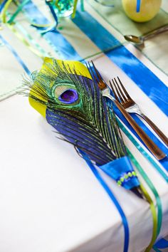 napkins with peacock feather