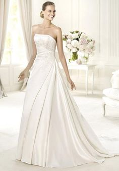 11e448ae56a PRONOVIAS UXUE Wedding Dress photo Pronovias Wedding Dress