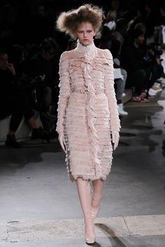 Alexander McQueen Fall 2015 Ready-to-Wear Fashion Show - Paula Galecka