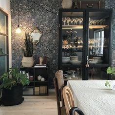 Look at this beautful room with our popular wallpaper Nocturne 💙 Repost from 🌸 Room, Interior, House Inspo, Victorian Bedroom, New Homes, Home Decor, House Interior, Interior Design, Home Wallpaper