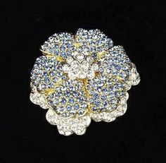 Jackie wore the Empress brooch on April 11, 1962, when the Shah and Empress of Iran visited Washington D.C. The Empress, Farah Pahlavi, was a beautiful fashion icon in her own right, and the meeting between the two First Ladies was billed as a meeting of fashion titans. The Empress arrived dripping in the state jewels of Iran, while Jackie wore a typically reserved and elegant ensemble.