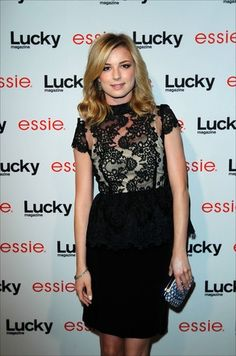 Emily Vancamp hair now