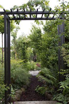 Relaterad bild Garden Oasis, Balcony Garden, Tropical Garden Design, Garden Structures, Raised Garden Beds, Backyard Patio, Garden Projects, Garden Inspiration, Vegetable Garden