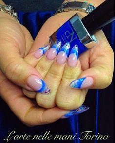 #lartenellemani #torino #unghie #nailsalon #nails #nailart #naildesign #pronails #pronailsitalia #pronailstorino #pronailsacademy #sopolish #gelish #gellak #UVgel #loveyourhands #ricostruzioneunghietorino #nailpolish #manicure #lovemyjob #beauty #mandorla #blue by lartenellemani