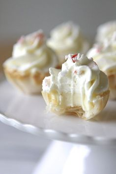 Mini Peppermint Cream White Chocolate Cheesecake Tarts, what a mouthful, but sounds delish Mini Desserts, Just Desserts, Party Desserts, Plated Desserts, Dessert Recipes, Holiday Baking, Christmas Baking, Cheesecake Tarts, Peppermint Cheesecake