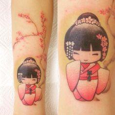 Risultati immagini per kokeshi tattoo back arms Wörter Tattoos, Asian Tattoos, Mini Tattoos, Large Tattoos, Cute Tattoos, Body Art Tattoos, Japanese Tattoo Women, Japanese Tattoo Art, Japanese Tattoo Designs