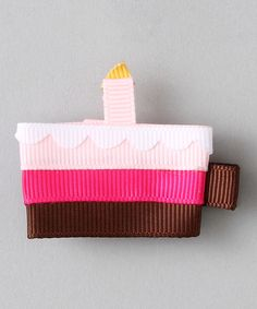 A girl's outfit could always use a little something extra to make it pop, and this alligator clip promises plenty of pizzazz. It's super light, easy to attach and won't cause any ouchies. 2'' x 2''Grosgrain ribbonImported