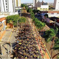 Terminamos o dia de hoje com essa imagem maravilhosa do @skyviewgyn do grandioso evento #boradebike . Realização #tvrecordgoias @recordoficial . Mais de 7 mil ciclistas pelas ruas de Goiânia. . Quem disse que #goiania não tem ciclistas bicicleteiros??? @prefeituradegoiania vamos terminar a malha cicloviária de 140km que prevê nosso plano Diretor!!! by pedalgoiano http://ift.tt/1XKTbRx