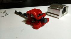 Większość posiadaczy tanich drukarek 3D narzeka na jakość łożysk w prowadnicach. Szczególnie chińskie łożyska LM8UU odznaczają się marną jakością. M...