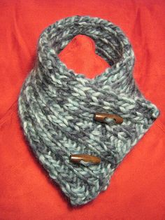 Quick and easy 1 skein bulky yarn neck warmer