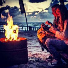 Vuurkorf bij Republiek Bloemendaal. Avonden op het strand zijn de beste! #republiek #bloemendaal