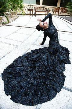 Olga Pericet por Paco Villalta. Vestuario Yaiza Pinillos