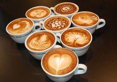 L'art dans la tasse de chocolat ou café au lait, latte...