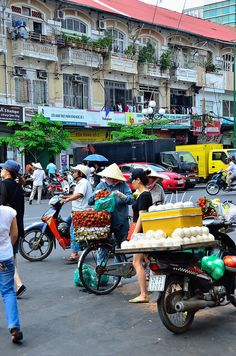 Saigon / Ho Chi Minh City, Vietnam This is an economically poor society. It is beautiful to me because it manages to be culturally rich. Laos, Vietnam Voyage, Vietnam Travel, Saigon Vietnam, Vietnam War, Hoi An, Delta Du Mekong, Vietnam History, The Beautiful Country