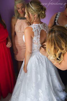 Graceful wedding photography & wedding photos #Lefkas #Ionian #Greece #wedding #weddingdestination #preparations Eikona Lefkada Stavraka Kritikos