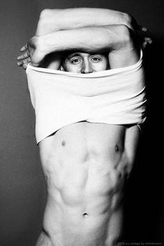 Undressing Tom Hiddleston....