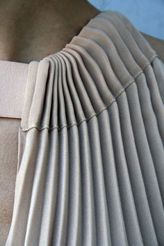 Pleated neckline, ribbon drawstring