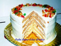 Un tort fin, rapid, din foi fine de pancakes cu morcov, cu o crema usoara, vanilata, din branza, mascarpone si frisca.