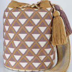 342 отметок «Нравится», 1 комментариев — Just Wayuu (@just.wayuu) в Instagram: «Handcrafted handbags made by indigenous wayuu in the north of Colombia. Worldwide shipping – envíos…»
