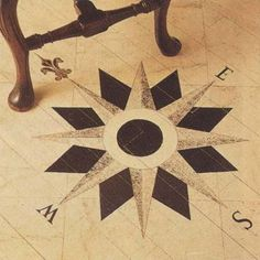 Painted medallion of an old-fashioned compass #painted #flooring