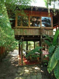 Cr: Naibann.com Hut House, Tiny House Cabin, Tiny House Design, Tiny House Exterior, Jungle House, Casas The Sims 4, Retreat House, Bamboo House, Two Storey House