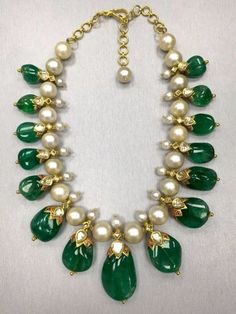 Buy online, view images and see past prices for Gorgeous Indian Colombian Emerald Necklace With Pearls. Invaluable is the world's largest marketplace for art, antiques, and collectibles. Beaded Jewelry Designs, Gold Jewellery Design, Bead Jewellery, Jewelry Patterns, Necklace Designs, Emerald Necklace, Emerald Jewelry, Gold Jewelry Simple, India Jewelry