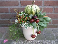 Bildergebnis für herfstbloemstukken – 2019 – Floral Decor – Famous Last Words Modern Floral Design, Fall Flower Arrangements, Fall Planters, Deco Floral, Autumn Crafts, Decorating With Pictures, Fall Home Decor, Fall Flowers, Fall Harvest