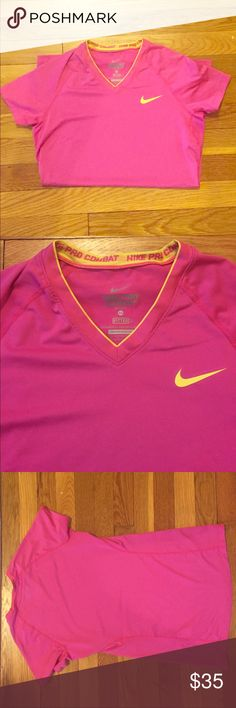 Nike fitted dri-fit short sleeve shirt. Size XS. NIKE fitted dri-fit short sleeve shirt. Size XS. Nike Tops
